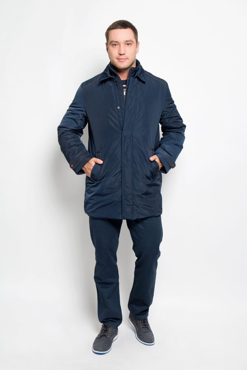КурткаB536526_Deep NavyМужская куртка Baon придаст образу безупречный стиль. Изделие выполнено из полиэстера. В качестве утеплителя используется синтепон. Удлиненная куртка прямого кроя с отложным воротником застегивается на металлические кнопки и крючок. Спереди расположены два прорезных кармана с застежками-кнопками, внутри - потайной карман на молнии. Сзади на куртке предусмотрен разрез с застежкой-кнопкой. Рукава украшены декоративными хлястиками на кнопках, а также небольшой пластиной с название бренда. Куртка дополнена внутри съемным жилетом, выполненным из полиэстера с тонкой прослойкой синтепона (100% полиэстер). Жилет пристегивается к куртке с помощью текстильных хлястиков и застежек-кнопок. Модель с воротником-стойкой застегивается на пластиковую молнию. Спереди расположены два прорезных кармана на застежка-кнопках. Жилет предназначен для дополнительного тепла, а также его можно использовать как отдельный предмет одежды. Практичная и теплая куртка послужит...