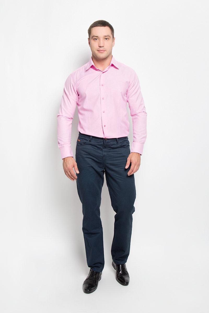 Рубашка12.014851Мужская рубашка BTC выполнена из натурального хлопка. Материал изделия мягкий, тактильно приятный, не стесняет движений и позволяет коже дышать, обеспечивая комфорт при носке. Рубашка слегка приталенного кроя с отложным воротником и длинными рукавами застегивается спереди на пуговицы. На манжетах также предусмотрены застежки-пуговицы. Рубашка станет стильным дополнением к вашему гардеробу!