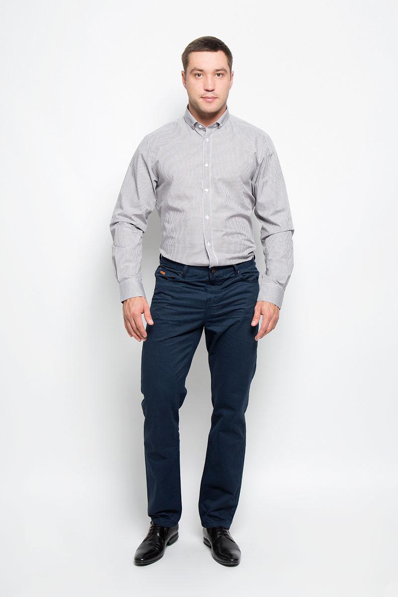 Рубашка12.014833Мужская рубашка BTC выполнена из натурального хлопка. Материал изделия мягкий, тактильно приятный, не стесняет движений и позволяет коже дышать. Рубашка с отложным воротником и длинными рукавами застегивается спереди на пуговицы. На манжетах также предусмотрены застежки-пуговицы. Оформлено изделие принтом в клетку. Эта рубашка идеально подойдет для повседневной носки, она подарит вам удобство и комфорт!