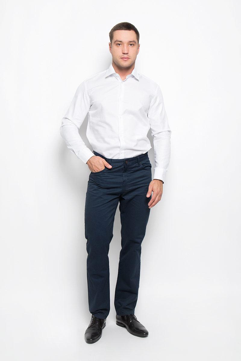 Рубашка12.015086Мужская рубашка BTC изготовлена из натурального хлопка. Изделие необычайно мягкое и приятное на ощупь, не сковывает движения и хорошо пропускает воздух. Рубашка с отложным воротником и длинными рукавами застегивается спереди на пуговицы по всей длине. Манжеты на рукавах также имеют застежки-пуговицы. На воротнике и манжетах предусмотрена принтованная подкладка. Такая модель будет дарить вам комфорт в течение всего дня и станет стильным дополнением к вашему гардеробу!