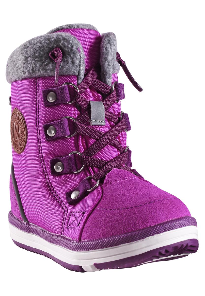 569287-4620Reima с гордостью представляет зимнюю модель - очаровательные и очень теплые зимние ботинки Freddo Toddler! Эти полностью непромокаемые зимние сапожки станут отличным вариантом как для прогулок по городу, так и для веселых игр в снегу. Верх изготовлен из очень красивой телячьей замши и текстиля, а подошва из термопластичной резины обеспечивает хорошее сцепление на любой поверхности. Рисунок Happy Fit на съемных войлочных стельках поможет подобрать нужный размер, а теплый войлок согреет ножки в морозную погоду. Водонепроницаемая конструкция с герметичными вставками и подкладкой из искусственного меха подарит тепло. Благодаря шнуровке и застежке-молнии, их очень легко надевать, к тому же шнурки обеспечат плотную и удобно посадку на ноге. Светоотражающие детали позволяют лучше разглядеть ребенка в темное время суток. Модель имеет среднюю степень утепления, рассчитанную на температуры от 0 до -20°С.