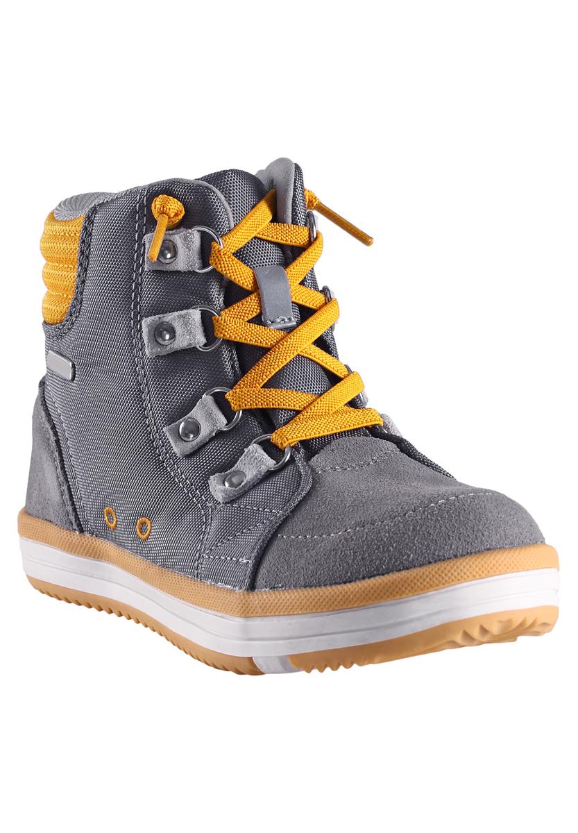 569284-4900Ботинки от Reima выполнены из полиамида и дополнены накладками из натуральной замши. Задник оформлен вставкой с логотипом бренда. На ноге модель фиксируется с помощью шнуровки. Мягкий кант создаст комфорт при ходьбе и предотвратит натирание ноги. Внутренняя поверхность и стелька выполнены из сетчатого текстиля, комфортного при движении. Подошва изготовлена из высококачественной резины, а ее рифленая поверхность гарантирует отличное сцепление с любой поверхностью.
