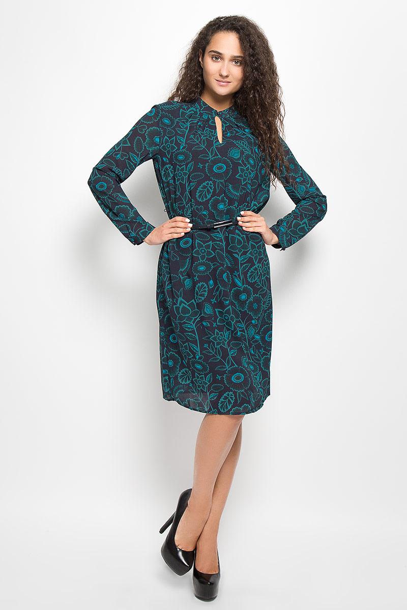 B411_Night Forest PrintedМодное платье Baon поможет создать отличный современный образ. Модель, изготовленная из полиэстера, оформлена цветочным принтом. Платье-миди свободного кроя с круглым вырезом горловины и длинными рукавами застегивается спереди на пуговицу. Подкладка выполнена из полиэстера. Манжеты рукавов застегиваются на пуговицы. В комплект входит ремень со стильной пряжкой. Такое платье станет стильным дополнением к вашему гардеробу, оно подарит вам комфорт в течение всего дня!