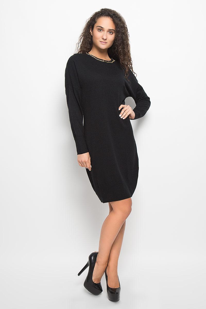 B452_BlackМодное платье Baon поможет создать отличный современный образ в стиле Casual. Модель, изготовленная из вискозы и полиэстера с добавлением полиамида и ангоры, очень мягкая и тактильно приятная, не сковывает движения. Платье-миди с круглым вырезом горловины и длинными рукавами-кимоно выполнено в лаконичном стиле. Горловина, манжеты рукавов и низ платья связаны резинкой. Вырез горловины оформлен металлической цепочкой. Такое платье станет стильным дополнением к вашему гардеробу, оно подарит вам комфорт в течение всего дня!
