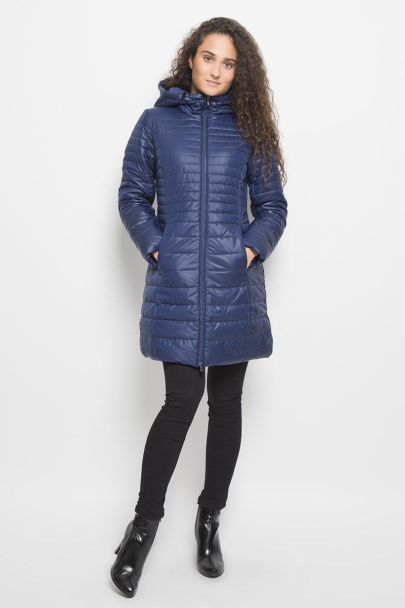 КурткаB036510_Moonless NightСтильная утепленная женская куртка Baon согреет вас в прохладную погоду и позволит выделиться из толпы. Модель выполнена из 100% полиэстера с водоотталкивающей пропиткой и оформлена стежкой. Подкладка из полиэстера с утеплителем из высокотехнологичного синтепона Wellon защитит в любую непогоду от ветра и холода. Модель с длинными рукавами и воротником-капюшоном застегивается на застежку-молнию. Капюшон дополнен эластичным шнурком со стопперами. Спереди куртка дополнена двумя прорезными карманами с застежками- молниями. Эта модная куртка послужит отличным дополнением к вашему гардеробу.