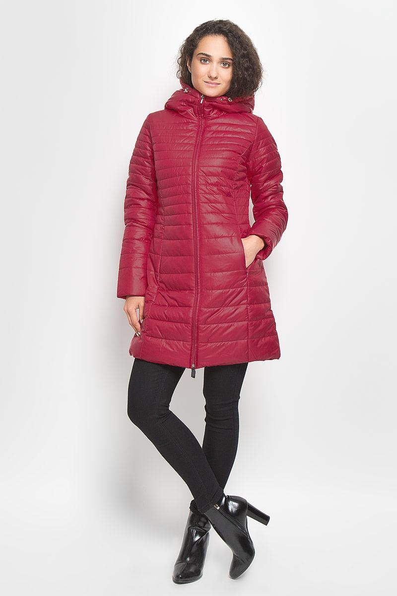 B036510_Moonless NightСтильная утепленная женская куртка Baon согреет вас в прохладную погоду и позволит выделиться из толпы. Модель выполнена из 100% полиэстера с водоотталкивающей пропиткой и оформлена стежкой. Подкладка из полиэстера с утеплителем из высокотехнологичного синтепона Wellon защитит в любую непогоду от ветра и холода. Модель с длинными рукавами и воротником-капюшоном застегивается на застежку-молнию. Капюшон дополнен эластичным шнурком со стопперами. Спереди куртка дополнена двумя прорезными карманами с застежками- молниями. Эта модная куртка послужит отличным дополнением к вашему гардеробу.