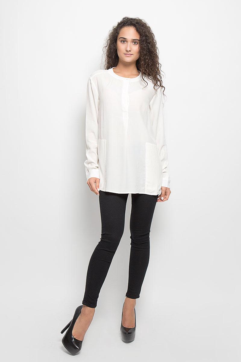 B176513_MilkСтильная женская блуза Baon, выполненная из 100% вискозы, подчеркнет ваш уникальный стиль и поможет создать оригинальный женственный образ. Блузка с длинными рукавами и круглым вырезом горловины застегивается на пуговицы на груди. Манжеты рукавов также застегиваются на пуговицы. Блузка двумя втачными карманами. Такая блузка идеально подойдет для жарких летних дней. Такая блузка будет дарить вам комфорт в течение всего дня и послужит замечательным дополнением к вашему гардеробу.
