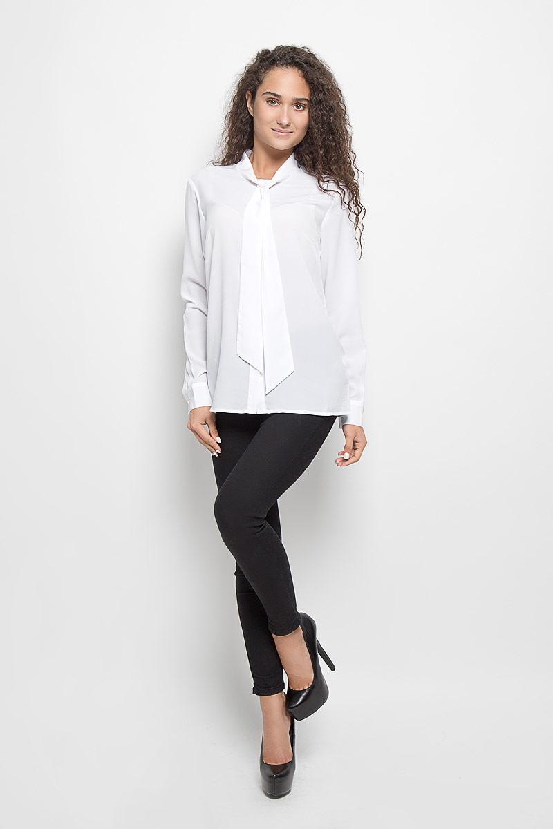 БлузкаB176510_WhiteСтильная женская блуза Baon, выполненная из высококачественного струящегося материала, подчеркнет ваш уникальный стиль и поможет создать оригинальный женственный образ. Блузка классического кроя с длинными рукавами и воротником-аскот. Блузка застегивается на пуговицы, манжеты рукавов также дополнены пуговицами. Легкая блуза идеально подойдет для жарких летних дней. Такая блузка будет дарить вам комфорт в течение всего дня и послужит замечательным дополнением к вашему гардеробу.
