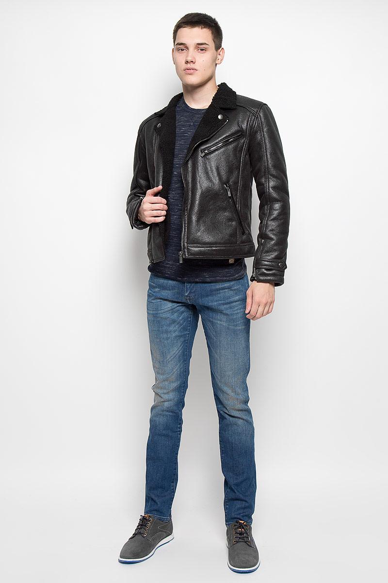 КурткаMX3000600Стильная мужская куртка Mexx превосходно подойдет для прохладных дней. Куртка выполнена из полиуретана, она отлично защищает от дождя, снега и ветра, а подкладка из искусственного меха сохраняет тепло. Модель с длинными рукавами и воротником с лацканами застегивается на асимметричную застежку-молнию. Изделие дополнено тремя прорезными карманами на застежках-молниях. Рукава дополнены застежками-молниями и хлястиками на кнопках. Эта модная и в то же время комфортная куртка согреет вас в холодное время года и отлично подойдет как для прогулок, так и для активного отдыха.
