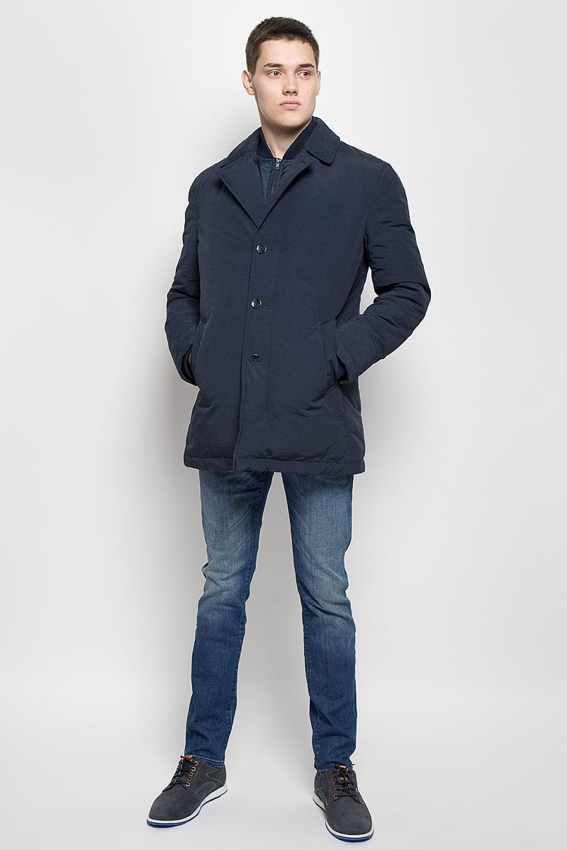 КурткаMX3000580Стильная мужская куртка Mexx превосходно подойдет для прохладных дней. Куртка выполнена из хлопка с добавлением полиамида и вставками из полиэстера, она отлично защищает от дождя, снега и ветра, а наполнитель из пуха и пера превосходно сохраняет тепло. Модель с длинными рукавами и воротником-стойкой застегивается на застежку-молнию и имеет ветрозащитный клапана на пуговицах. Лацканы застегиваются на пуговицу. Куртка оформлена несъемной имитацией внутренней жилетки на застежке-молнии. Изделие дополнено двумя втачными карманами на кнопках, а также внутренним открытым карманом. Рукава дополнены внутренними трикотажными манжетами. Эта модная и в то же время комфортная куртка согреет вас в холодное время года и отлично подойдет как для прогулок, так и для активного отдыха.