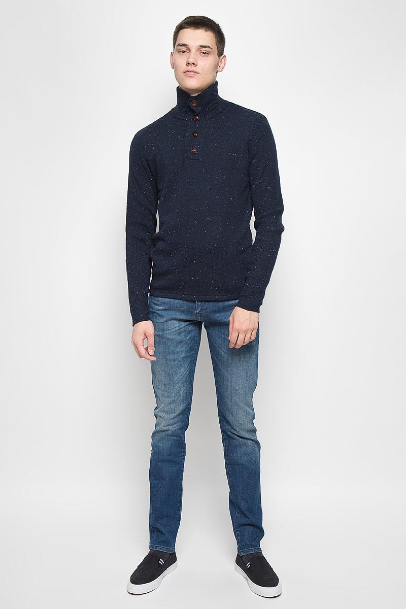СвитерMX3001337Вязаный мужской свитер Mexx идеально подойдет для повседневной носки. Благодаря содержанию шерсти составе, изделие хорошо сохраняет тепло. Модель не стесняет движений, обеспечивая комфорт при носке. Свитер с воротником-стойкой и длинными рукавами застегивается сверху на пуговицы. Дизайн и расцветка делают этот свитер стильным предметом мужской одежды. Он подарит вам тепло, уют и комфорт!