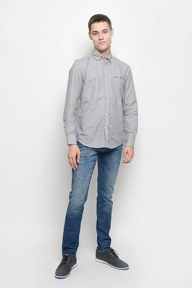 MX3020050Стильная мужская рубашка Mexx изготовлена из натурального хлопка. Материал изделия мягкий и приятный на ощупь, не сковывает движения и позволяет коже дышать. Модель с отложным воротником и длинными рукавами застегивается на пуговицы по всей длине. На манжетах также предусмотрены застежки-пуговицы. На груди расположен прорезной карман. Изделие оформлено принтом в мелкую клетку. Эта рубашка идеальный вариант как для повседневного, так и для вечернего гардероба. Такая модель порадует настоящих ценителей комфорта и практичности.