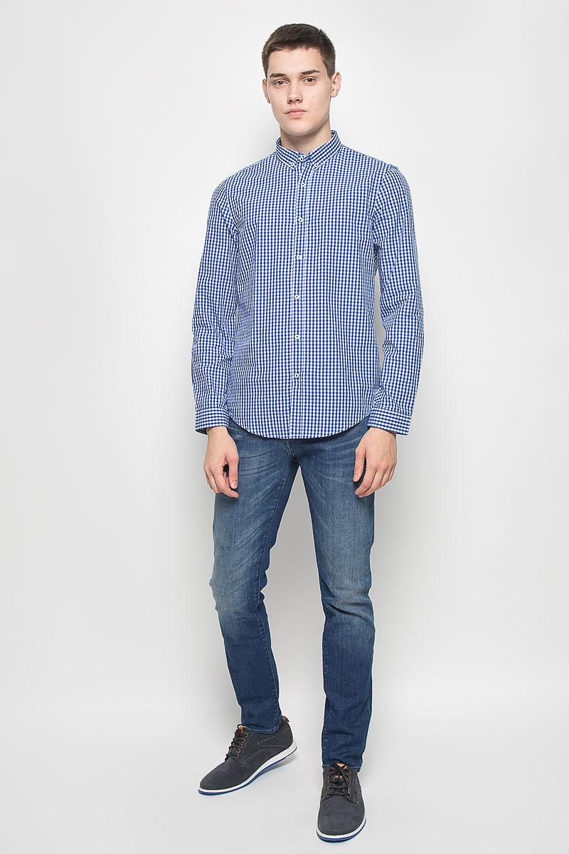 РубашкаMX3000752_MN_SHG_011Мужская рубашка Mexx, выполненная из натурального хлопка, идеально дополнит ваш образ. Материал мягкий и приятный на ощупь, не сковывает движения и позволяет коже дышать. Рубашка с длинными рукавами и отложным воротником застегивается на пуговицы по всей длине. На манжетах предусмотрены застежки-пуговицы. Модель оформлена принтом в клетку. Воротник фиксируется к рубашке при помощи пуговиц. Такая модель будет дарить вам комфорт в течение всего дня и станет стильным дополнением к вашему гардеробу.