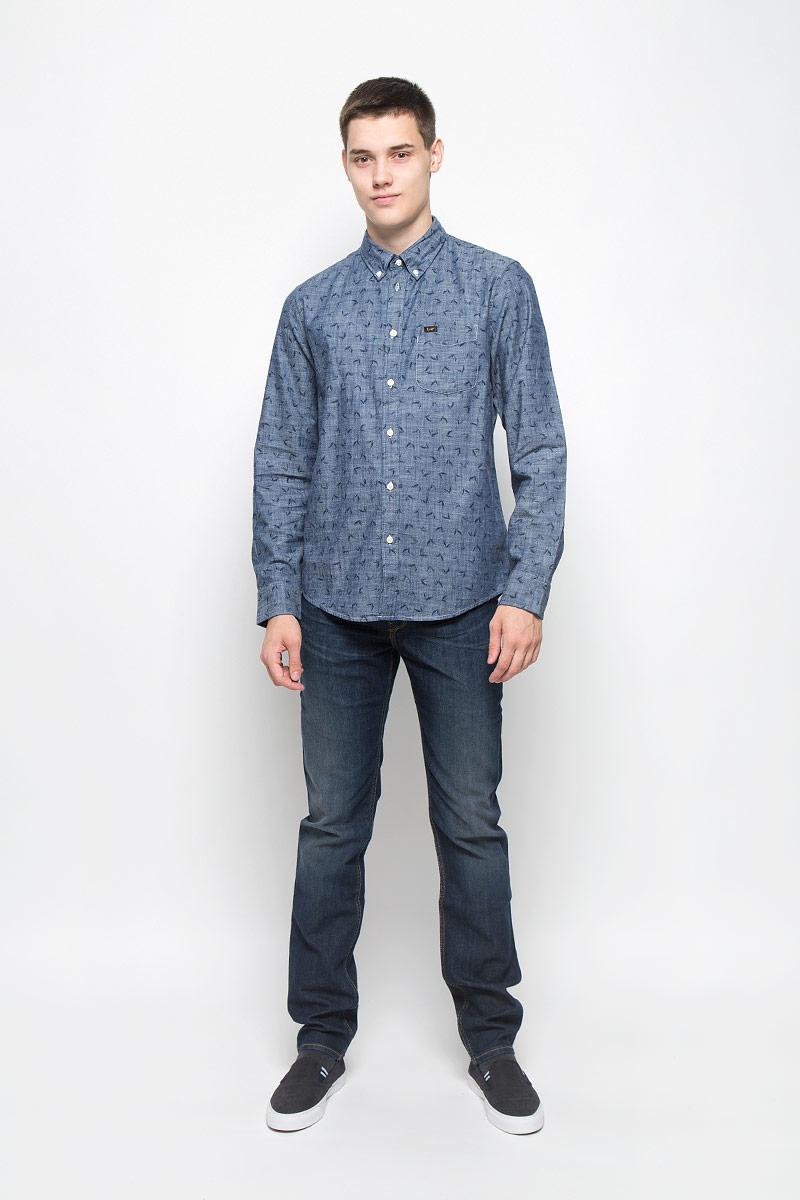 РубашкаL880NCCFМужская рубашка Lee, изготовленная из высококачественного хлопка, необычайно мягкая и приятная на ощупь Модель с классическим отложным воротником, длинными рукавами и полукруглым низом, застегивается спереди на пуговицы. Манжеты закругленной формы, с застежкой на пуговицы. Ширину манжет можно варьировать, благодаря дополнительной пуговице. Модель оформлена стильным принтом в клетку. На груди расположен один накладной карман. Такая рубашка - идеальный вариант для повседневного гардероба.