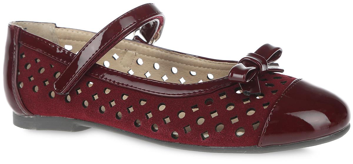 Туфли для девочки. 9750-79750-7Прелестные туфли от фирмы Зебра очаруют вашу девочку с первого взгляда! Модель выполнена из искусственной перфорированной замши со вставкой из искусственного лака на мысе. Подкладка изготовлена из натуральной кожи, что предотвращает натирание и гарантирует уют. Стелька из ЭВА материала с поверхностью из натуральной кожи оснащена супинатором с перфорацией, который обеспечивает правильное положение ноги ребенка при ходьбе и предотвращает плоскостопие. Подошва с рифлением обеспечивает идеальное сцепление с любыми поверхностями. Стильные туфли займут достойное место в гардеробе вашей девочки.