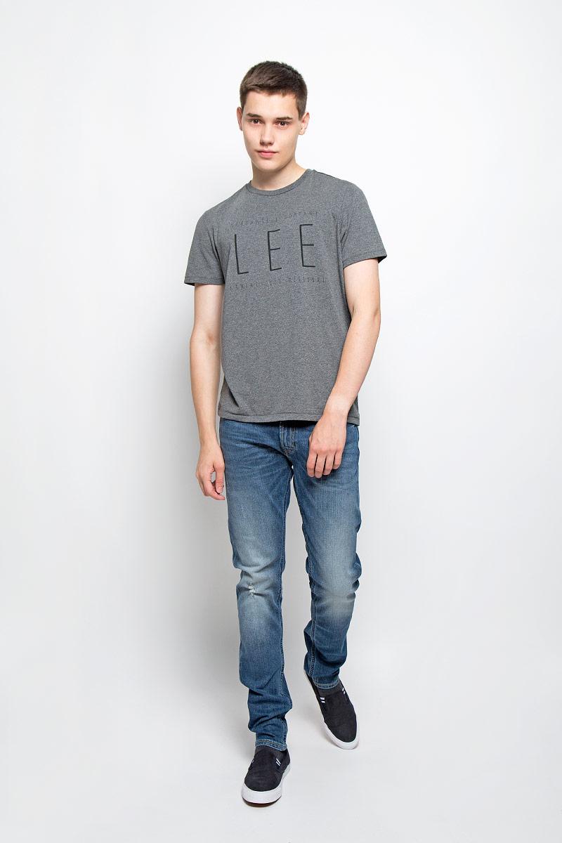 ФутболкаL65LAI06Мужская футболка Lee, выполненная из хлопка и полиэстера, станет стильным дополнением к вашему гардеробу. Материал изделия мягкий и приятный на ощупь, не сковывает движения и позволяет коже дышать. Футболка с круглым вырезом горловины и короткими рукавами оформлена спереди буквенным принтом. Вырез горловины оформлен трикотажной резинкой. Такая модель подарит вам комфорт в течение всего дня!