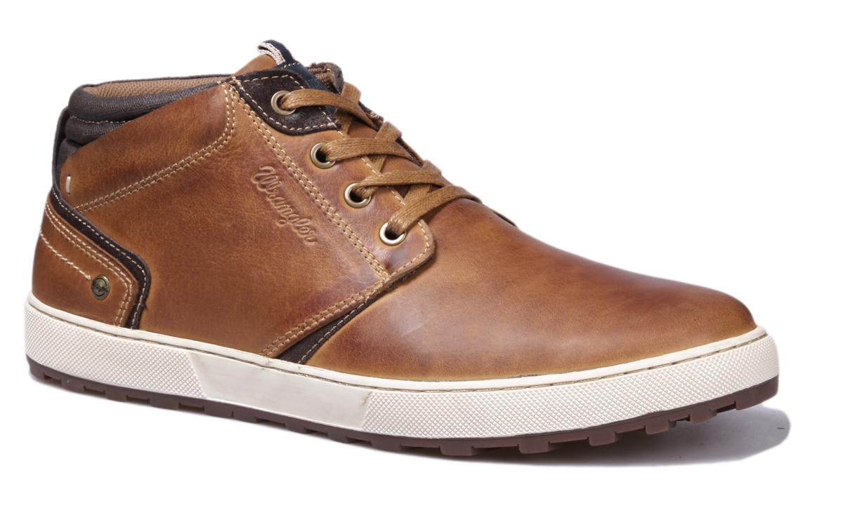 БотинкиWM162131-30Стильные мужские ботинки Bruce Desert от Wrangler выполнены из натуральной кожи. Подкладка и стелька из текстиля комфортны при движении. Шнуровка надежно зафиксирует модель на ноге. Подошва дополнена рифлением.