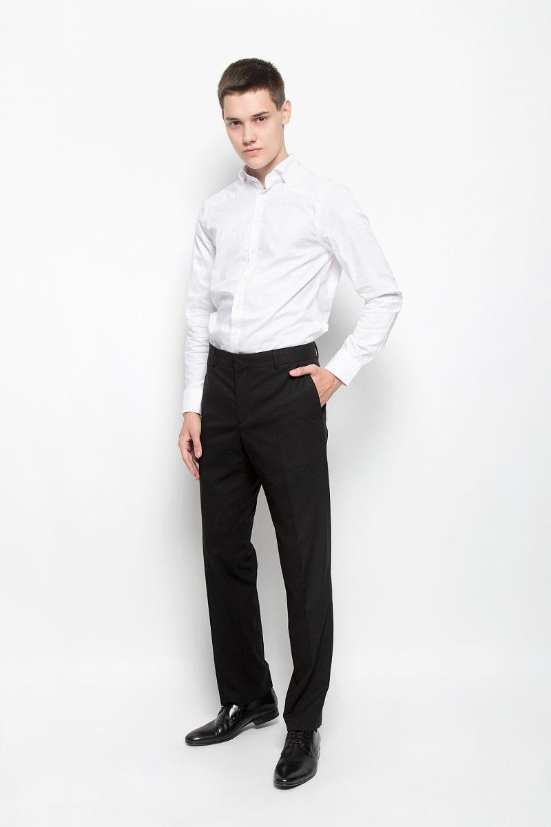 БрюкиMX3022450_MN_PNT_000Стильные мужские брюки Mexx, выполненные из полиэстера и вискозы с добавлением эластана, отлично дополнят ваш образ. Ткань изделия тактильно приятная. Брюки застегиваются на металлический крючок и имеют ширинку на застежке-молнии. С внутренней стороны имеется дополнительная застежка-пуговица. На поясе предусмотрены шлевки для ремня. Спереди модель дополнена двумя втачными карманами, сзади - двумя прорезными карманами на застежках-пуговицах. Высокое качество кроя и пошива, актуальный дизайн и расцветка придают изделию неповторимый стиль и индивидуальность. Модель займет достойное место в вашем гардеробе!
