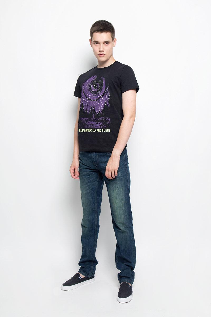 ФутболкаTs-211/1087-6332Мужская футболка Sela, выполненная из хлопка, станет стильным дополнением к вашему гардеробу. Материал изделия мягкий и приятный на ощупь, не сковывает движения и позволяет коже дышать. Футболка с круглым вырезом горловины и короткими рукавами оформлена спереди оригинальным принтом. Вырез горловины оформлен трикотажной резинкой. Такая модель подарит вам комфорт в течение всего дня!