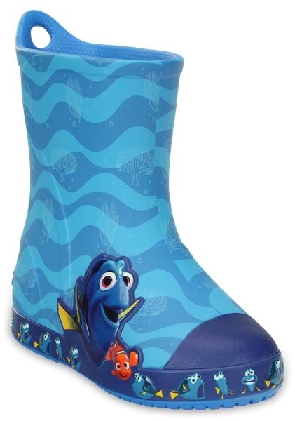 203873-456Яркие резиновые сапоги Bump It Finding Dory Boot от Crocs сохранят ножки вашего ребенка теплыми и сухими. Модель выполнена из полимера Croslite. Благодаря материалу Croslite обувь невероятно легкая, мягкая и удобная. Материал Croslite - бактериостатичен, препятствует появлению неприятных запахов и легок в уходе: быстро сохнет и не оставляет следов на любых поверхностях. Модель оформлена объемной графикой с рыбками Дори и Немо, рант декорирован изображениями веселого Дори. Рифленое основание подошвы гарантирует идеальное сцепление с любой поверхностью. Сапоги дополнены усиленным мыском и сзади на голенище - специальной петлей для удобства надевания. Теперь даже в самую ненастную погоду ваши дети могут продолжать радоваться играм на свежем воздухе.