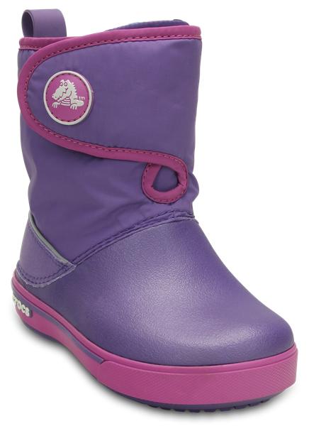 12905-485Стильные сапоги от Crocs понравятся вашей юной моднице в первого взгляда. Обувь выполнена из водонепроницаемого текстиля и термопластика. Модель оформлена фирменной нашивкой. Задник дополнен накладной для уменьшения износа обуви. На ноге модель фиксируется с помощью клапана с застежкой-липучкой. Ярлычок на заднике облегчит надевание модели. Внутренняя поверхность и стелька выполнены из текстиля, что обеспечит полный комфорт при носке. Подошва изготовлена из легкого и гибкого термопластика, а его рифленая поверхность обеспечит отличное сцепление с любой поверхностью. Такие практичные сапоги займут достойное место в гардеробе вашей девочки.