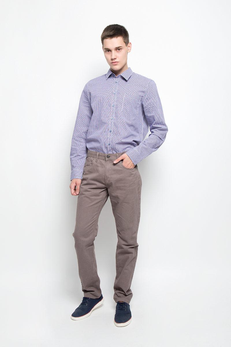 БрюкиP-215/521-6352Стильные мужские брюки Sela, выполненные из натурального хлопка, отлично дополнят ваш образ. Ткань изделия плотная, тактильно приятная, позволяет коже дышать. Брюки застегиваются на пуговицу и имеют ширинку на застежке-молнии. На поясе предусмотрены шлевки для ремня. Спереди модель дополнена двумя втачными карманами и маленьким накладным, сзади - двумя накладными карманами. Высокое качество кроя и пошива, дизайн и расцветка придают изделию неповторимый стиль и индивидуальность. Модель займет достойное место в вашем гардеробе!