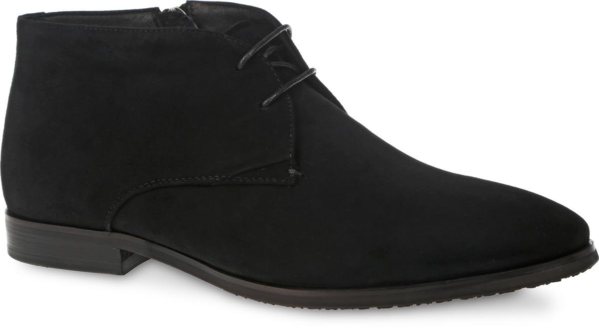 M23663Стильные мужские ботинки от Vitacci займут достойное место в вашем гардеробе. Модель выполнена из натуральной замши. Изделие оформлено шнуровкой и дополнено молнией на боковой стороне, что способствует надежной фиксации обуви на ноге. Подкладка и стелька из ворсина защитят ноги от холода и обеспечат комфорт. Классические ботинки отлично подойдут к любому образу и дополнят вашу коллекцию.