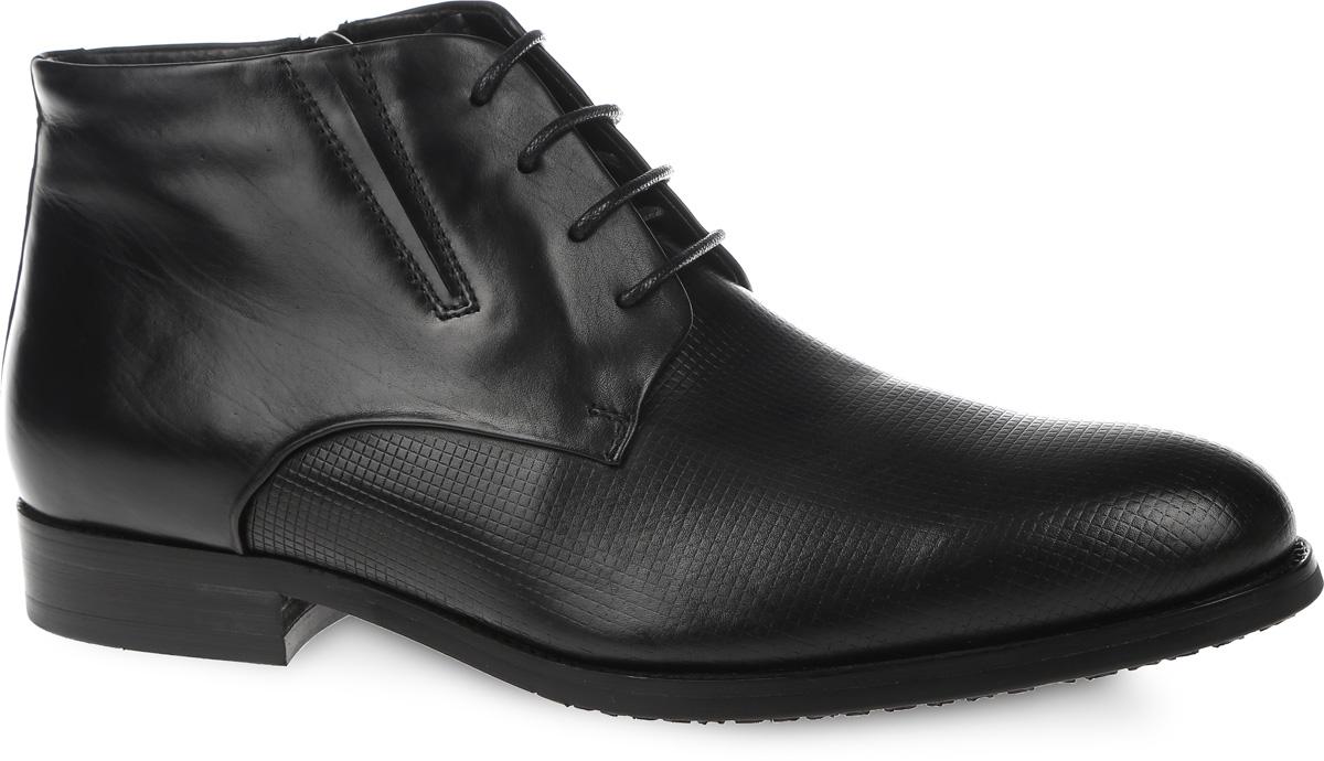 Ботинки мужские. M23691M23691Классические мужские ботинки от VITACCI займут достойное место в вашей коллекции. Модель выполнена из натуральной кожи. Изделие оформлено «закрытой» шнуровкой и дополнено молнией на боковой стороне, что способствует надежной фиксации обуви на ноге. Подкладка и стелька из ворсина защитят ноги от холода и обеспечат комфорт. Стильные ботинки отлично подойдут к любому образу и дополнят вашу коллекцию.