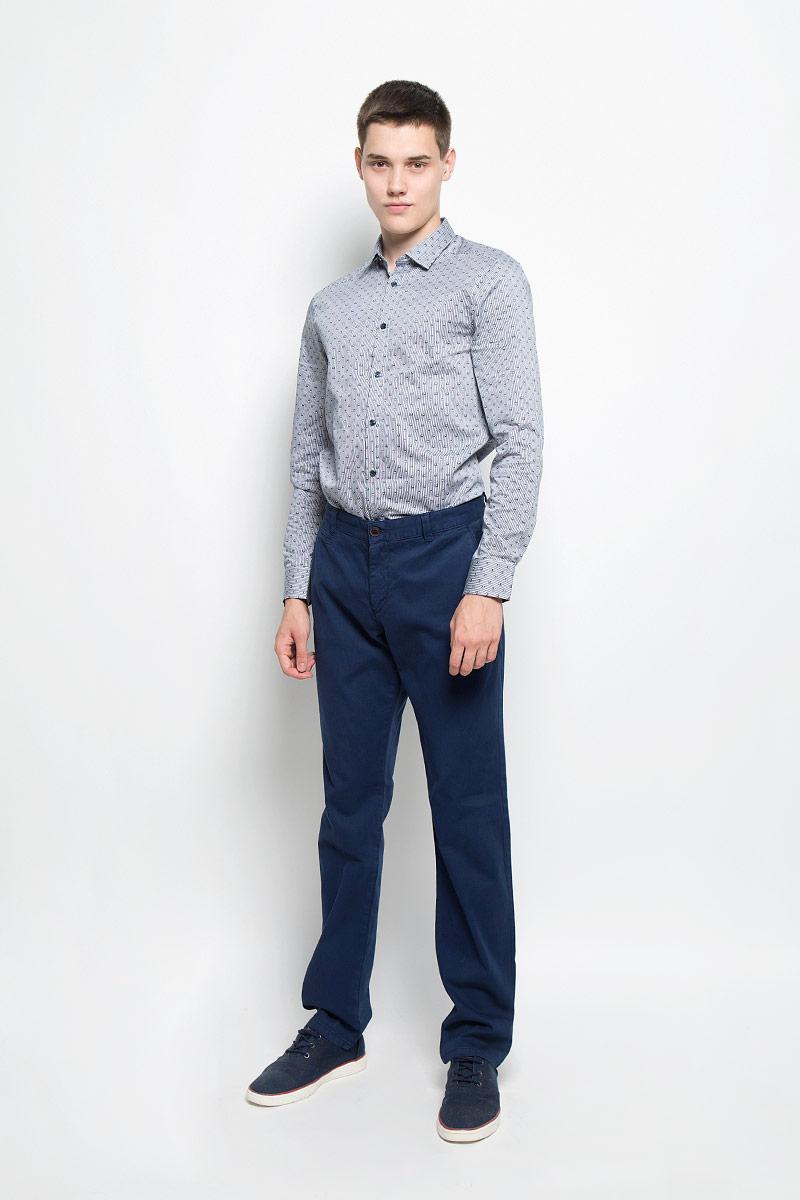 MX3024629_MN_PNT_007Стильные мужские брюки Mexx, выполненные из хлопка с добавлением эластана, отлично дополнят ваш образ. Ткань изделия мягкая, тактильно приятная, позволяет коже дышать. Брюки застегиваются на пуговицу и имеют ширинку на застежке-молнии. На поясе предусмотрены шлевки для ремня. Спереди модель дополнена двумя втачными карманами со скошенными краями и одним маленьким прорезным, сзади - двумя прорезными с застежками-пуговицами. Украшено изделие фирменной металлической пластиной. Высокое качество кроя и пошива, актуальный дизайн и расцветка придают изделию неповторимый стиль и индивидуальность. Модель займет достойное место в вашем гардеробе!