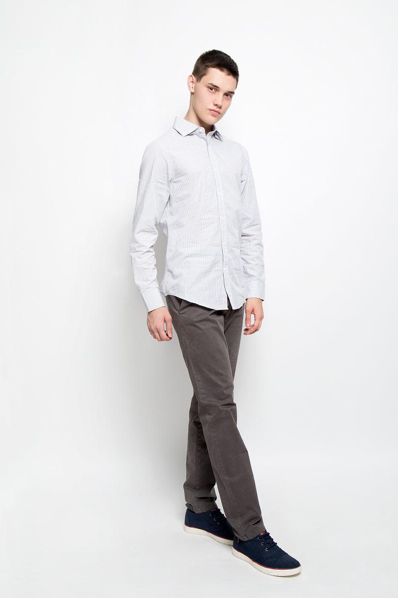 РубашкаMX3020066_MN_SHG_002Мужская рубашка Mexx, изготовленная из натурального хлопка, прекрасно подойдет для повседневной носки. Изделие очень мягкое и приятное на ощупь, не сковывает движения и хорошо пропускает воздух. Рубашка с отложным воротником и длинными рукавами имеет слегка приталенный силуэт. Она застегивается на пуговицы по всей длине. Манжеты на рукавах также имеют застежки-пуговицы. Изделие оформлено принтом в полоску. Такая модель займет достойное место в вашем гардеробе!