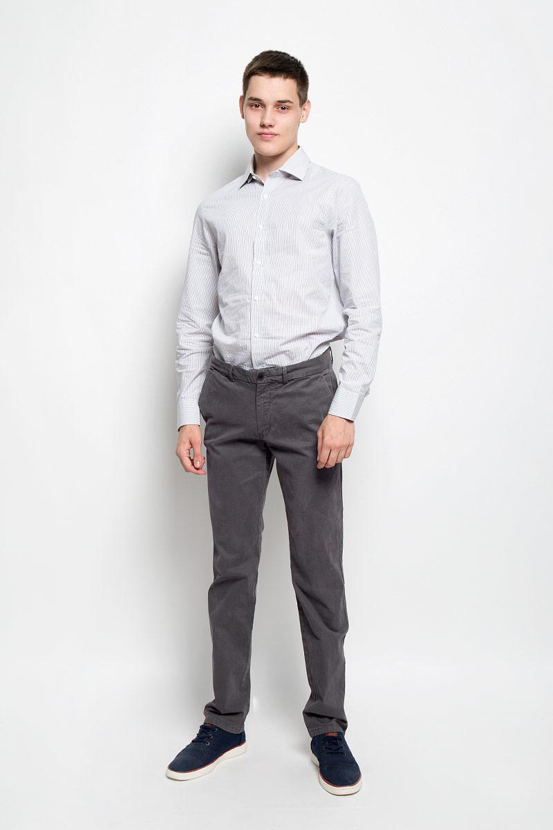 БрюкиMX3023651_MN_PNT_007Стильные мужские брюки Mexx, выполненные из хлопка с добавлением эластана, отлично дополнят ваш образ. Ткань изделия плотная, тактильно приятная, позволяет коже дышать. Брюки застегиваются на две пуговицы и имеют ширинку на застежке-молнии. На поясе предусмотрены шлевки для ремня. Спереди модель дополнена двумя втачными карманами со скошенными краями, сзади - двумя прорезными. Украшено изделие фирменной металлической пластиной. Высокое качество кроя и пошива, актуальный дизайн и расцветка придают изделию неповторимый стиль и индивидуальность. Модель займет достойное место в вашем гардеробе!
