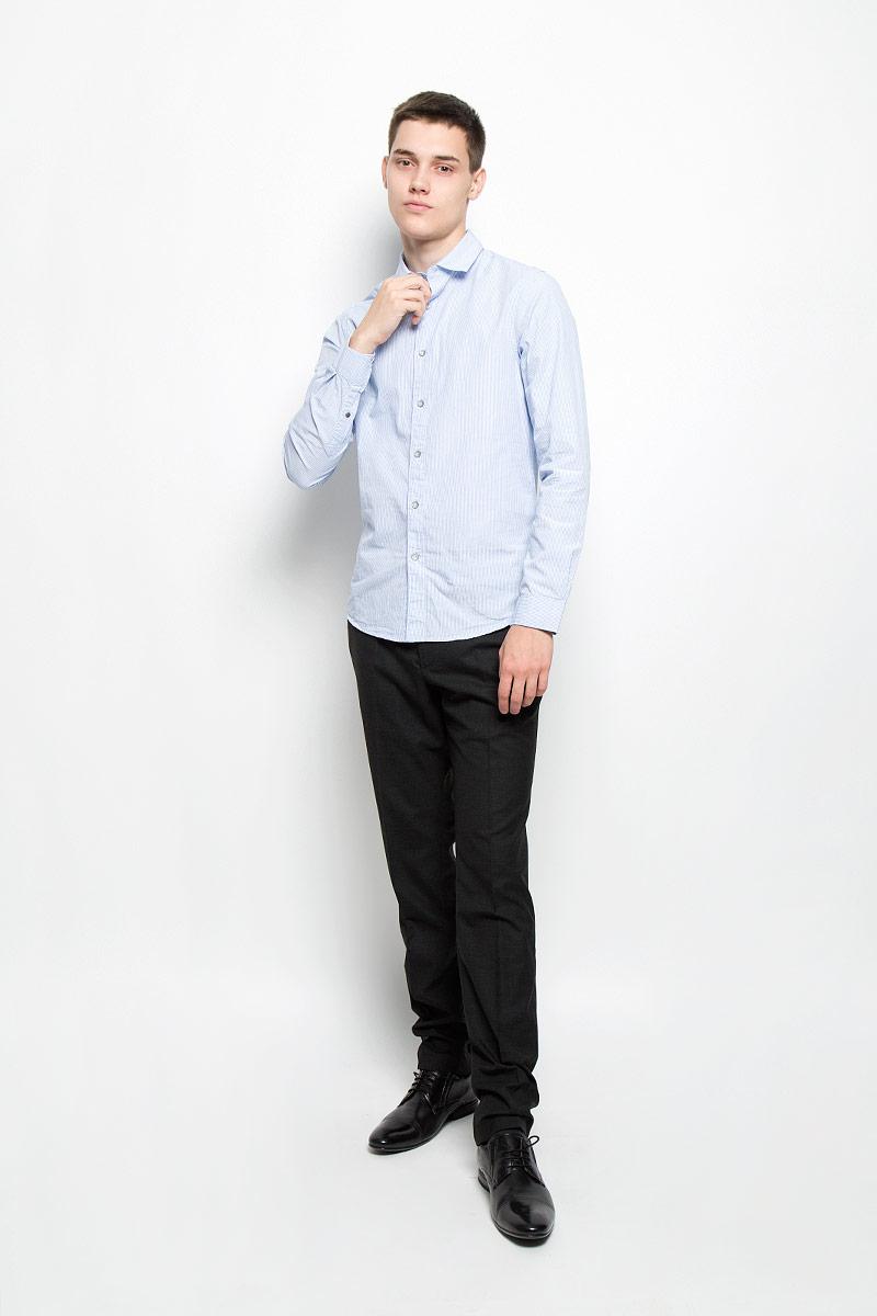 Рубашка мужская. MX3000726_MN_SHG_010MX3000726_MN_SHG_010Мужская рубашка Mexx изготовлена из натурального хлопка. Ткань изделия мягкая, тактильно приятная, не сковывает движения и позволяет коже дышать. Рубашка с отложным воротником и длинными рукавами застегивается спереди на пуговицы по всей длине. Модель имеет полуприлегающий силуэт. На манжетах предусмотрены застежки-пуговицы. Оформлена рубашка принтом в полоску. Рубашка станет стильным дополнением к вашему гардеробу!