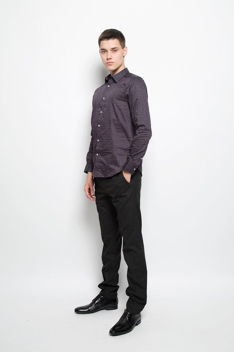 MX3025567_MN_SHG_007Мужская хлопковая рубашка Mexx подчеркнет ваш вкус и поможет создать стильный образ. Материал изделия тактильно приятный, позволяет коже дышать, не стесняет движений, обеспечивая комфорт при носке. Рубашка с отложным воротником и длинными рукавами застегивается на пуговицы по всей длине. Модель имеет слегка приталенный силуэт. На манжетах предусмотрены застежки-пуговицы. Изделие оформлено принтом в мелкий горошек. Такая рубашка займет достойное место в вашем гардеробе!