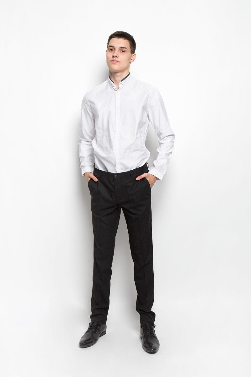 РубашкаMX3000740_MN_SHG_011Хлопковая рубашка Mexx идеально подойдет для стильных и уверенных в себе мужчин. Материал изделия тактильно приятный, позволяет коже дышать, не стесняет движений, обеспечивая комфорт при носке. Рубашка с воротником-стойкой и длинными рукавами застегивается на пуговицы, скрытые за планкой. Модель имеет слегка приталенный силуэт. Манжеты на рукавах также имеют застежки-пуговицы. Воротник дополнен контрастной окантовкой. Такая модель займет достойное место в вашем гардеробе!