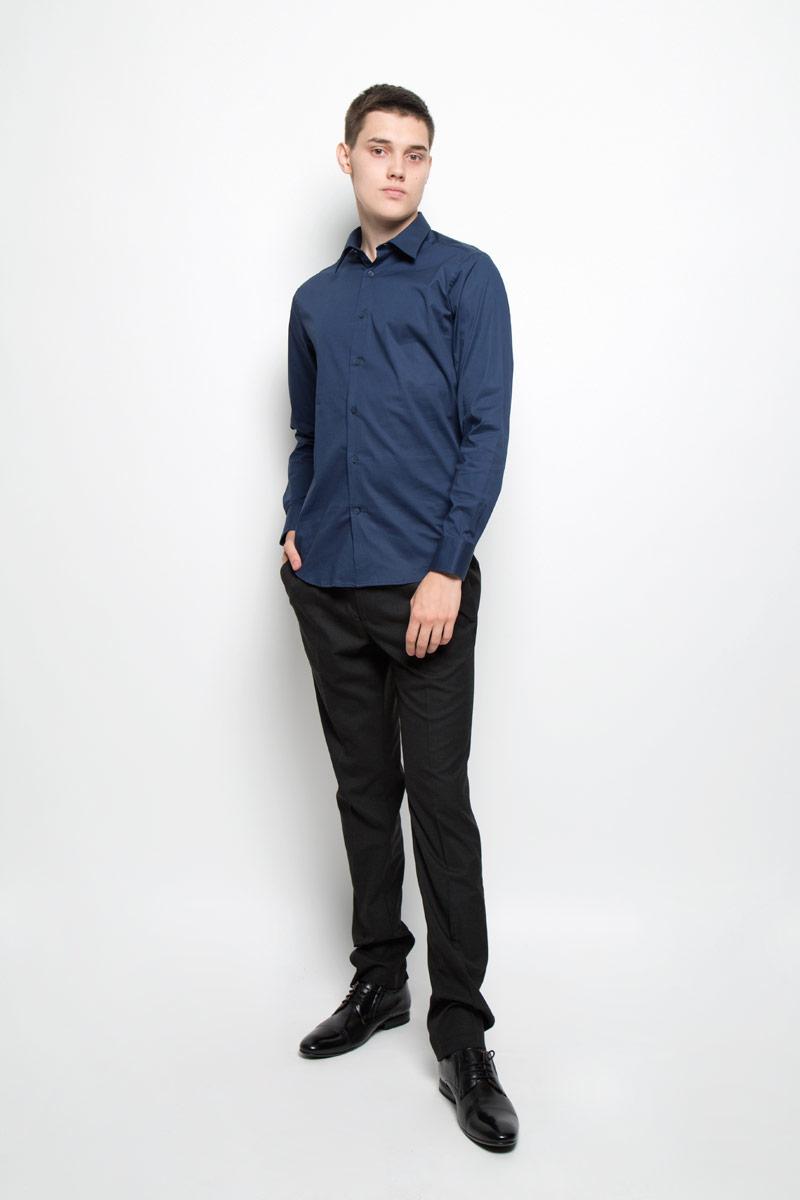 РубашкаMX3022436_MN_SHG_000Мужская рубашка Mexx, изготовленная из эластичного хлопка, прекрасно подойдет для повседневной носки. Изделие очень мягкое и приятное на ощупь, не сковывает движения и хорошо пропускает воздух, обеспечивая комфорт. Рубашка с отложным воротником и длинными рукавами имеет слегка приталенный силуэт. Она застегивается на пуговицы по всей длине. Манжеты на рукавах также имеют застежки-пуговицы. Такая модель займет достойное место в вашем гардеробе!