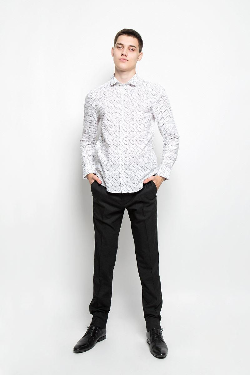 РубашкаMX3024532_MN_SHG_007Мужская хлопковая рубашка Mexx подчеркнет ваш вкус и поможет создать стильный образ. Материал изделия тактильно приятный, позволяет коже дышать, не стесняет движений, обеспечивая комфорт при носке. Рубашка с отложным воротником и длинными рукавами застегивается на пуговицы по всей длине. Модель имеет слегка приталенный силуэт. На манжетах предусмотрены застежки-пуговицы. Изделие оформлено контрастным принтом. Такая модель займет достойное место в вашем гардеробе!