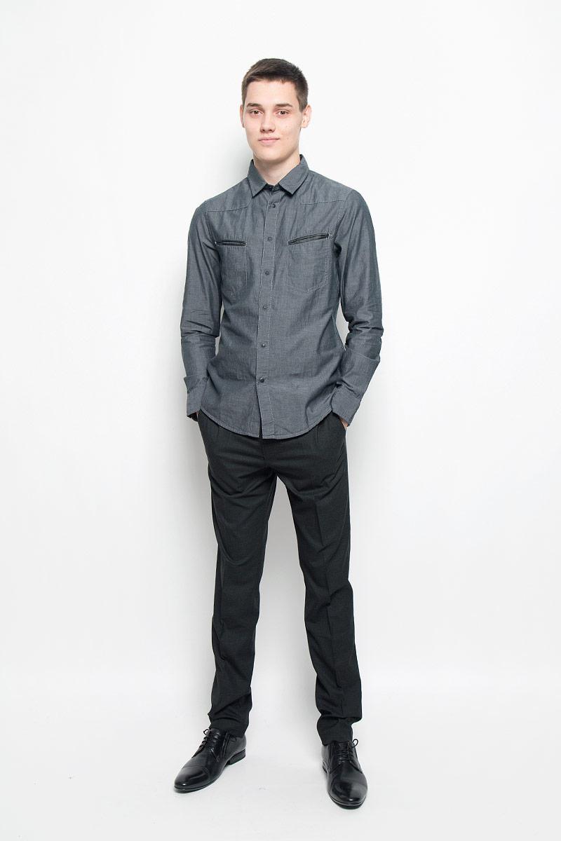 Рубашка мужская. MX3000720_MN_SHG_010MX3000720_MN_SHG_010Хлопковая рубашка Mexx идеально подойдет для стильных и уверенных в себе мужчин. Материал изделия тактильно приятный, позволяет коже дышать, не стесняет движений, обеспечивая комфорт при носке. Рубашка с отложным воротником и длинными рукавами застегивается на кнопки и одну пуговицу. Модель имеет слегка приталенный силуэт. Манжеты на рукавах также имеют застежки-кнопки и пуговицы. На груди расположены два прорезных кармана, края которых украшены вставками из кожи. По бокам рубашка дополнена небольшими кожаными нашивками. Такая модель займет достойное место в вашем гардеробе!