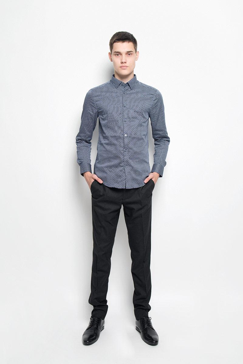MX3025095_MN_SHG_007Мужская хлопковая рубашка Mexx подчеркнет ваш вкус и поможет создать стильный образ. Материал изделия тактильно приятный, позволяет коже дышать, не стесняет движений, обеспечивая комфорт при носке. Рубашка с отложным воротником и длинными рукавами застегивается на пуговицы по всей длине. Модель имеет слегка приталенный силуэт. На манжетах предусмотрены застежки-пуговицы. Изделие оформлено контрастным принтом. Такая рубашка займет достойное место в вашем гардеробе!
