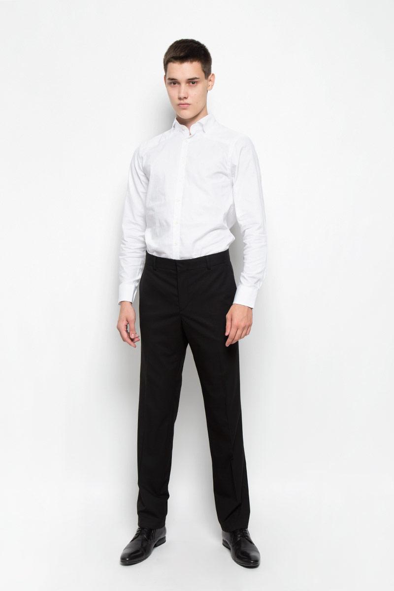 MX3023649_MN_SHG_007Стильная хлопковая рубашка Mexx идеально подойдет для мужчин, следящими за последними трендами. Материал изделия тактильно приятный, позволяет коже дышать, не стесняет движений, обеспечивая комфорт при носке. Рубашка с длинными рукавами имеет воротник-стойку, имитирующий отложной. Приталенная модель застегивается на пуговицы по всей длине. Манжеты на рукавах также имеют застежки-пуговицы. Изделие украшено фирменной металлической пластиной. Такая модель займет достойное место в вашем гардеробе!