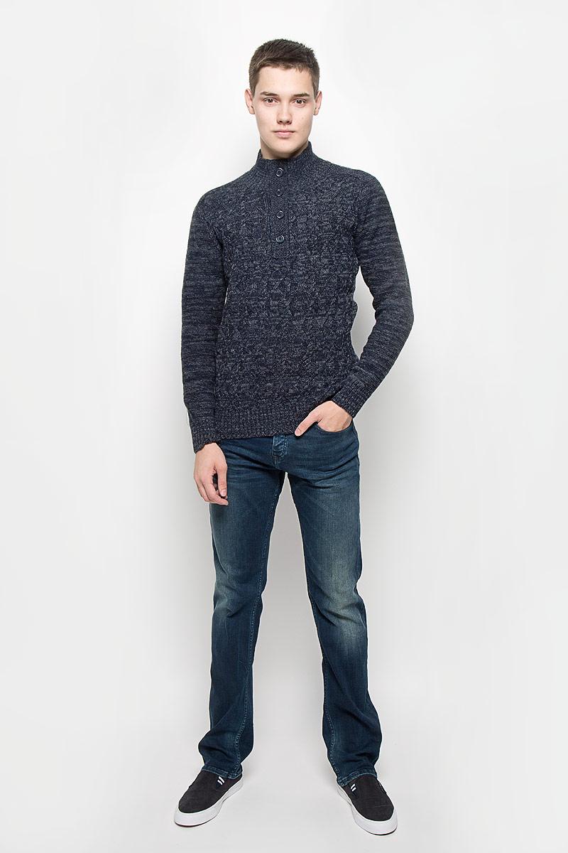 СвитерMX3001334_MN_PLV_010Вязаный мужской свитер Mexx идеально подойдет для повседневной носки. Благодаря содержанию шерсти составе, изделие хорошо сохраняет тепло. Модель не стесняет движений, обеспечивая комфорт при носке. Свитер с воротником-стойкой и длинными рукавами застегивается сверху на пуговицы. Вороник, манжеты и низ изделия связаны резинкой. Модель оформлена вязаным узором. Дизайн и расцветка делают этот свитер стильным предметом мужской одежды. Он подарит вам тепло, уют и комфорт!