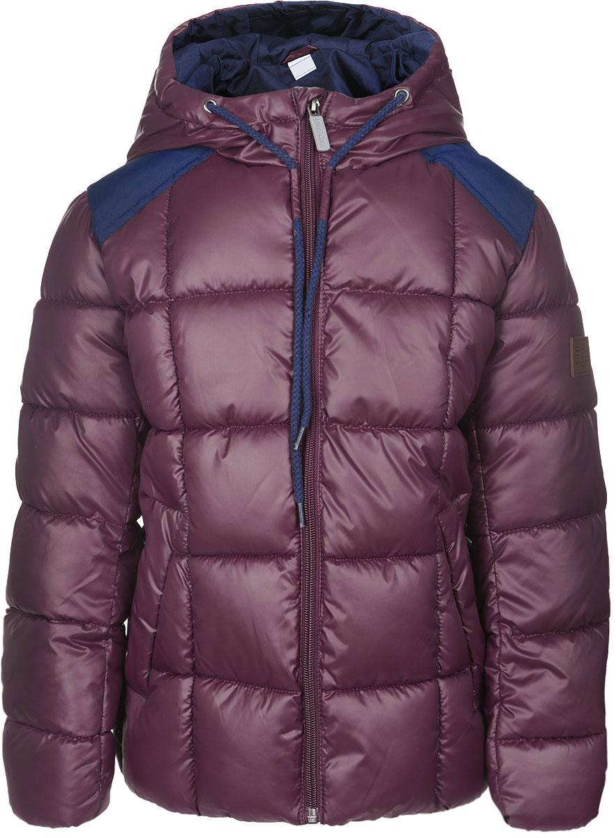 Куртка64061_BOB_вар.1Стильная стеганая куртка Boom! идеально подойдет для вашего мальчика в прохладное время года. Модель изготовлена из 100% полиэстера. Подкладка, выполненная из полиэстера с добавлением вискозы и хлопка, приятная на ощупь. В качестве утеплителя используется Flexy Fiber. Куртка с капюшоном застегивается на застежку-молнию и дополнительно имеет защиту подбородка и внутреннюю ветрозащитную планку. Капюшон дополнен затягивающимся шнурком. Вдоль застежки-молнии расположены фиксаторы для шнурка. Изделие дополнено спереди двумя прорезными карманами. Нижняя часть спинки оформлена фирменной светоотражающей нашивкой для безопасности ребенка в темное время суток, один из рукавов - нашивкой с названием бренда. Низ модели с внутренней стороны дополнен эластичной резинкой. Такая стильная куртка станет прекрасным дополнением к гардеробу вашего мальчика, она подарит комфорт и тепло.