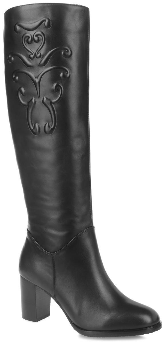70615Элегантные женские сапоги от Vitacci - незаменимая вещь в гардеробе истинной модницы. Модель изготовлена из натуральной гладкой кожи. Боковая сторона оформлена тиснением в виде узора. Удобная застежка-молния надежно зафиксирует обувь на ноге. Резинки на боковой стороне сапог отвечают за оптимальную посадку изделия на ноге. Мягкая подкладка и стелька, выполненные из ворсина, невероятно комфортны при ходьбе. Каблук и подошва изготовлены из ТПУ-материала, который обладает высокой износостойкостью и сопротивлением к деформации. Рифление на поверхности подошвы обеспечивает отличное сцепление с любой поверхностью. Такие стильные сапоги займут достойное место среди вашей коллекции обуви.