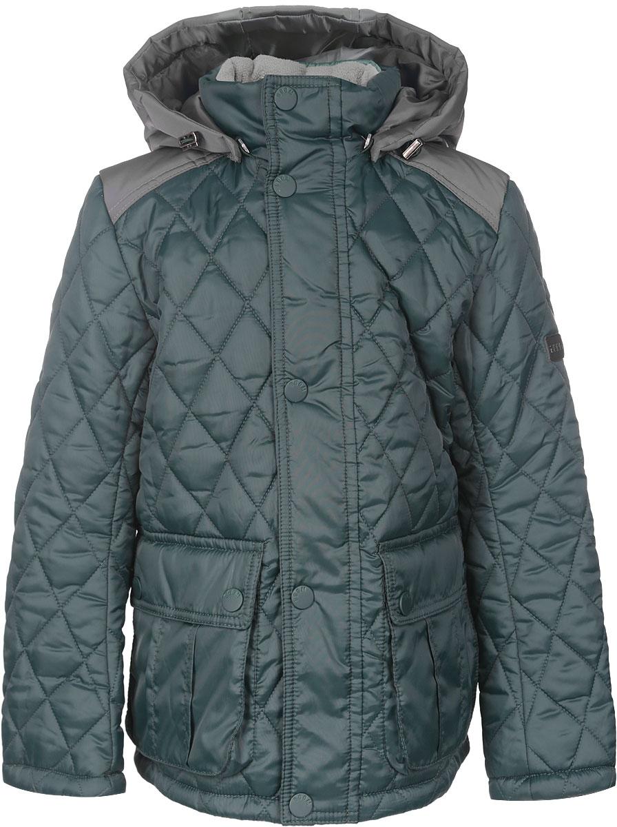 Куртка для мальчика. 64062_BOB64062_BOB_вар.1Стильная стеганая куртка Boom! идеально подойдет для вашего мальчика в прохладное время года. Модель изготовлена из 100% полиэстера. Подкладка, выполненная из полиэстера с добавлением вискозы, приятная на ощупь. В качестве утеплителя используется синтепон - 100% полиэстер. Куртка с воротником-стойкой застегивается на застежку-молнию и оснащена ветрозащитным клапаном на кнопках. Съемный капюшон фиксируется с помощью пуговиц и дополнен эластичным шнурком с металлическими стопперами. Изделие дополнено спереди двумя накладными карманами с клапанами на кнопках. Нижняя часть спинки оформлена фирменной светоотражающей нашивкой, один из рукавов - нашивкой с названием бренда. Хлястики с кнопками по бокам позволяют отрегулировать нужный объем. Такая стильная куртка станет прекрасным дополнением к гардеробу вашего мальчика, она подарит комфорт и тепло.