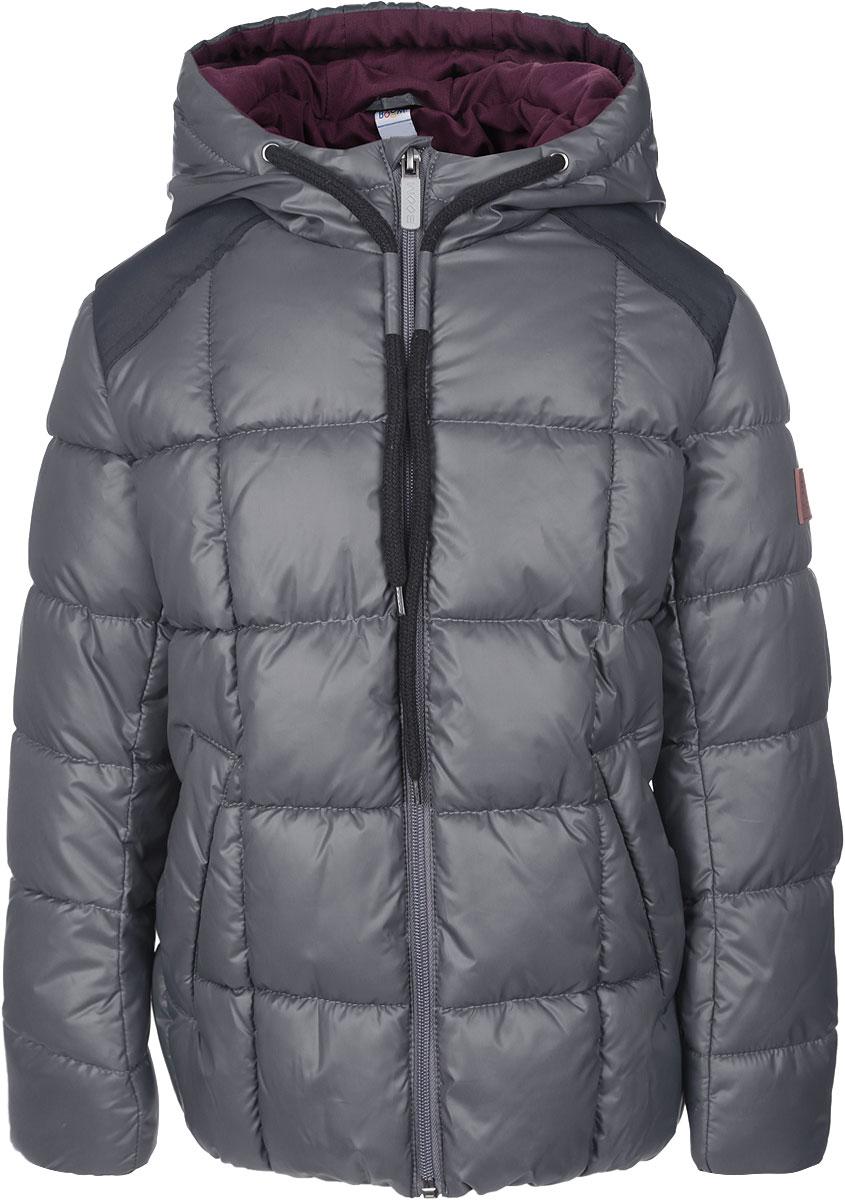Куртка для мальчика. 64061_BOB64061_BOB_вар.1Стильная стеганая куртка Boom! идеально подойдет для вашего мальчика в прохладное время года. Модель изготовлена из 100% полиэстера. Подкладка, выполненная из полиэстера с добавлением вискозы и хлопка, приятная на ощупь. В качестве утеплителя используется Flexy Fiber. Куртка с капюшоном застегивается на застежку-молнию и дополнительно имеет защиту подбородка и внутреннюю ветрозащитную планку. Капюшон дополнен затягивающимся шнурком. Вдоль застежки-молнии расположены фиксаторы для шнурка. Изделие дополнено спереди двумя прорезными карманами. Нижняя часть спинки оформлена фирменной светоотражающей нашивкой для безопасности ребенка в темное время суток, один из рукавов - нашивкой с названием бренда. Низ модели с внутренней стороны дополнен эластичной резинкой. Такая стильная куртка станет прекрасным дополнением к гардеробу вашего мальчика, она подарит комфорт и тепло.