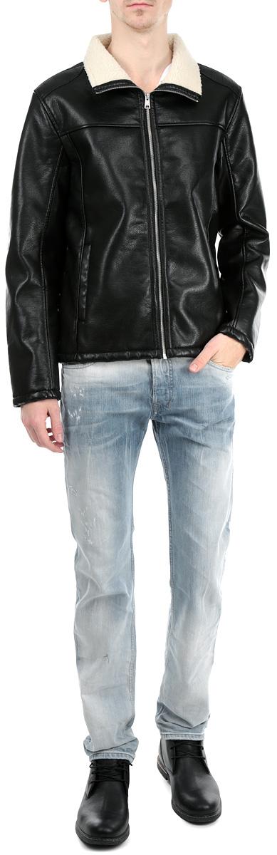 Куртка3722011.62.12_2999Стильная мужская куртка Tom Tailor Denim выполнена из высококачественной искусственной матовой кожи с подкладкой из полиэстера и рассчитана на прохладную погоду. Куртка поможет вам почувствовать себя максимально комфортно и стильно. Модель с длинными рукавами и воротником-стойкой застегивается на металлическую застежку-молнию. Спереди куртка дополнена двумя втачными карманами. Модный дизайн и практичность - отличный выбор на каждый день!