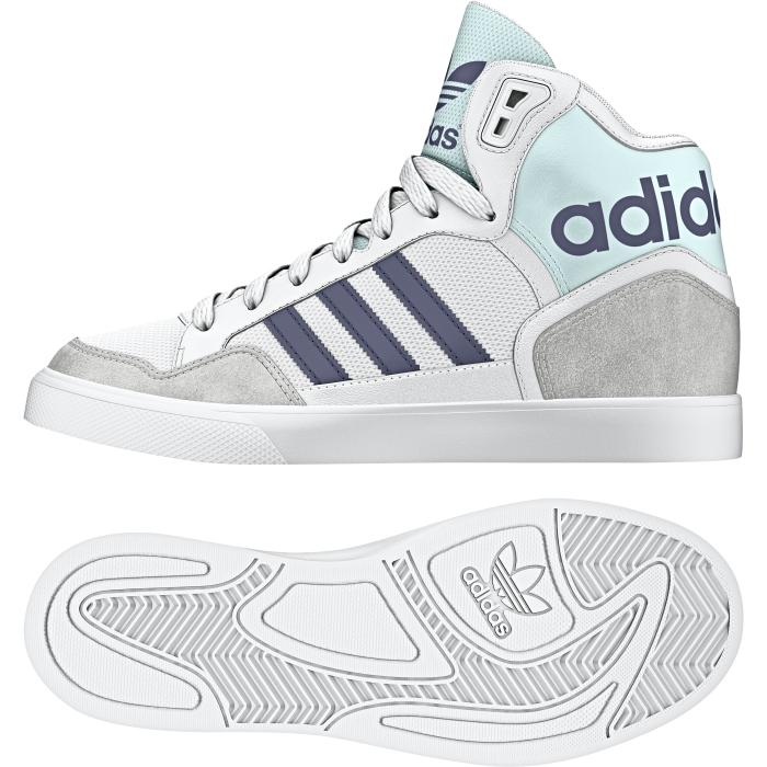 Кеды жен Extaball W. AQ4799AQ4799Extaball добавляет стиль обуви для баскетбола.Модель выполнена из лакированной кожи. Также хочется отметить что дизайнеры сделали акцент на рельефности модели adidas Extaball. Законченность модели придает неизменный и любимый трезубец на задней части кроссовок.