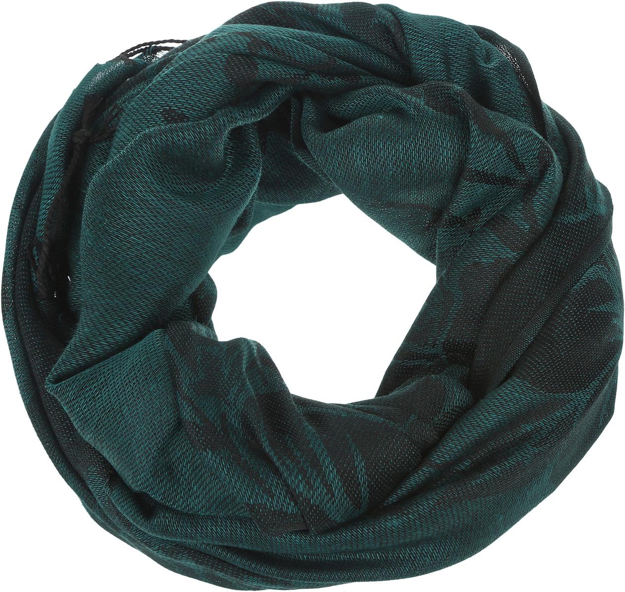 ШарфSCw-142/457-6302Модный женский шарф Sela подарит вам уют и станет стильным аксессуаром, который призван подчеркнуть вашу индивидуальность и женственность. Теплый шарф выполнен из полиэстера, он невероятно мягкий и приятный на ощупь. Шарф оформлен оригинальным цветочным узором и украшен бахромой в виде жгутиков по краям. Этот модный аксессуар гармонично дополнит образ современной женщины, следящей за своим имиджем и стремящейся всегда оставаться стильной и элегантной. Такой шарф украсит любой наряд и согреет вас в непогоду, с ним вы всегда будете выглядеть изысканно и оригинально.