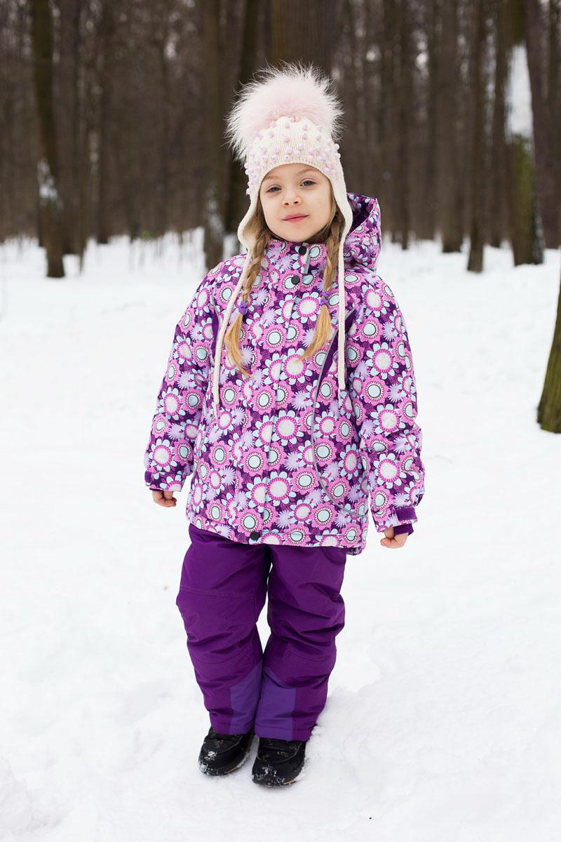 Комплект верхней одежды185489Комплект для девочки Sweet Berry идеально подойдет для ребенка в прохладное время года. Комплект состоит из куртки и брюк, изготовленных из мембранной, износостойкой, ветронепроницаемой и дышащей ткани с водонепроницаемой (5000 мм), и грязеотталкивающей пропиткой (5000 мм). Швы проклеены. Куртка с капюшоном и воротником-стойкой застегивается на пластиковую застежку-молнию с защитой подбородка и дополнительно имеет ветрозащитный клапан на кнопках, и липучках. Капюшон, дополненный скрытой резинкой со стопперами, пристегивается к куртке при помощи застежки-молнии и кнопок. Основная часть подкладки выполнена из теплого мягкого флиса. Спереди куртка дополнена двумя прорезными карманами на молниях. Также имеется накладной карман с изнаночной стороны. Внутри предусмотрена специальная эластичная вставка на кнопках, защищающая от снега и ветра. Края рукавов дополнены внутренними трикотажными манжетами с отверстиями для больших пальцев и хлястиком на липучке для регулировки обхвата....