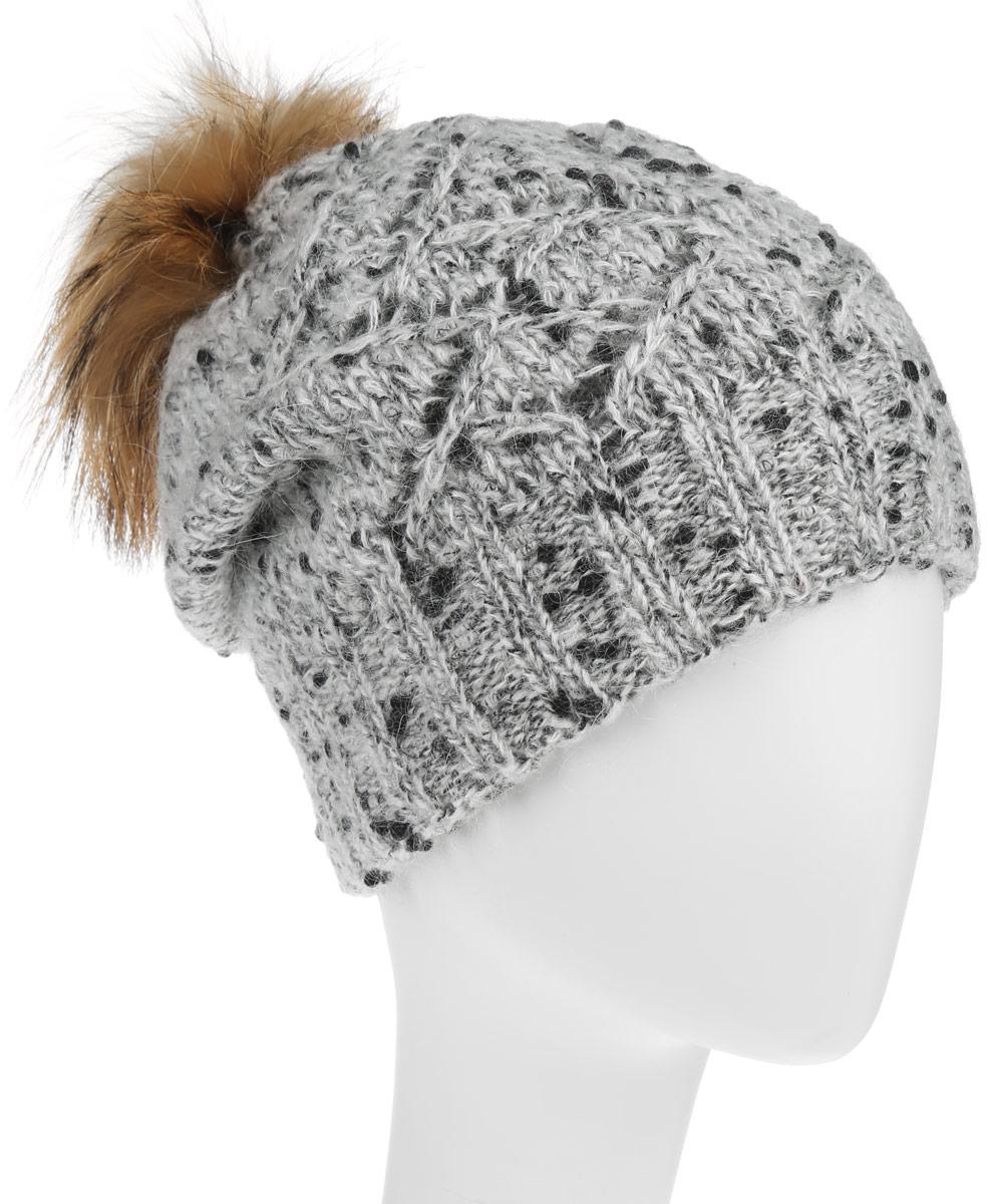 Шапка женская. B346509B346509Стильная женская шапка Baon дополнит ваш образ и не позволит вам замерзнуть в холодное время года. Шапка крупной вязки выполнена из высококачественной пряжи из шерсти с добавлением полиамида, что позволяет ей великолепно сохранять тепло и обеспечивает высокую эластичность и удобство посадки. Шапка оформлена пушистым помпоном из натурального меха, спереди модель выполнена вязанным узором и металлическим логотипом бренда. Такая шапка станет модным и стильным дополнением вашего зимнего гардероба. Она согреет вас и позволит подчеркнуть свою индивидуальность!
