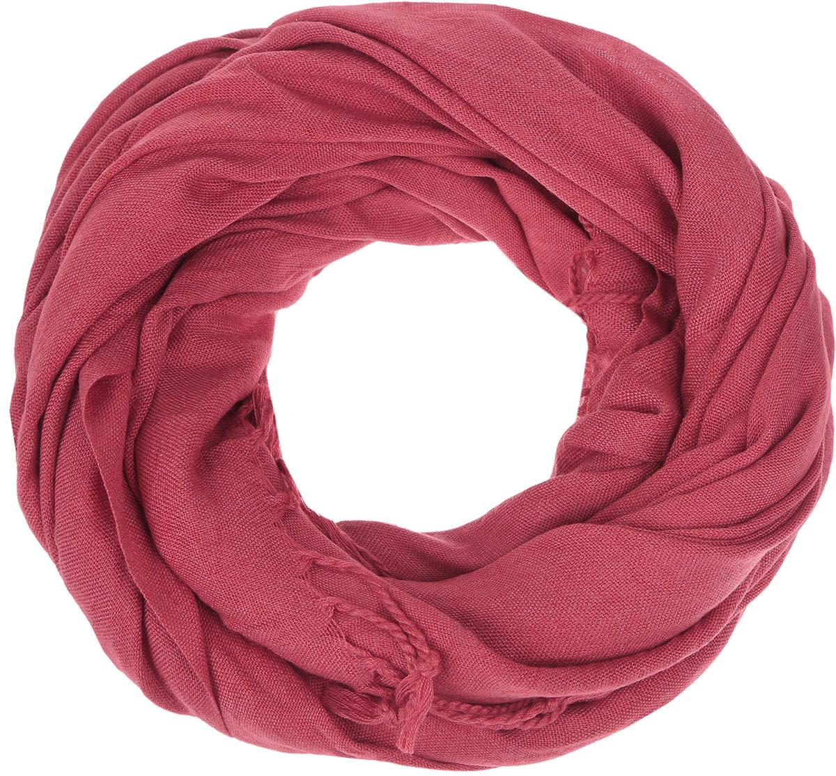 ШарфSCw-142/442-6302Модный женский шарф Sela подарит вам уют и станет стильным аксессуаром, который призван подчеркнуть вашу индивидуальность и женственность. Шарф выполнен из полиэстера с добавлением вискозы, он невероятно мягкий и приятный на ощупь. Шарф украшен бахромой в виде жгутиков по краям. Этот модный аксессуар гармонично дополнит образ современной женщины, следящей за своим имиджем и стремящейся всегда оставаться стильной и элегантной. Такой шарф украсит любой наряд и согреет вас в непогоду, с ним вы всегда будете выглядеть изысканно и оригинально.